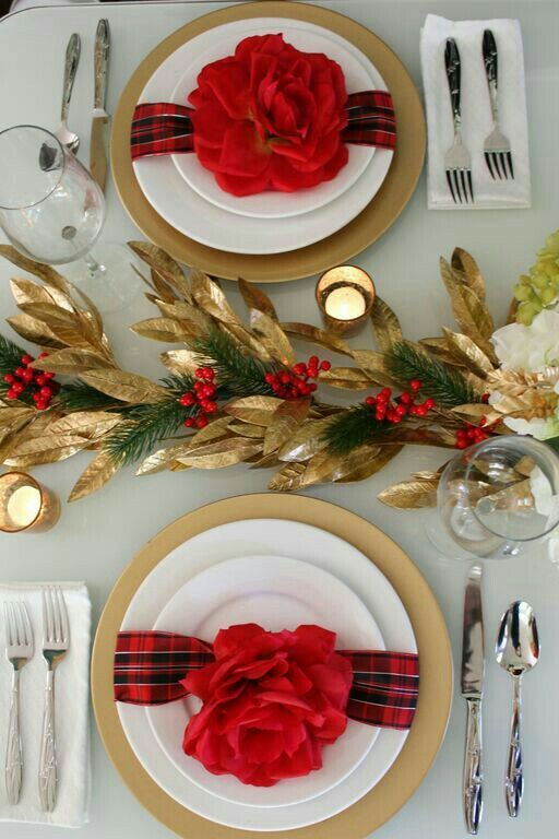 Red & Gold Holiday Table Setting and Centerpiece | Holiday ...