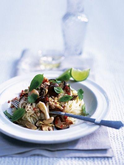 Cappelli d'angelo met kipgehakt, paddestoelen en limoen - 25x doordeweekse pasta | ELLE Eten