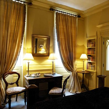Hazlitt Hotel London Uk The Library Here Has An Honor Bar So You Can Sip While You Read Hazlitts Hotel