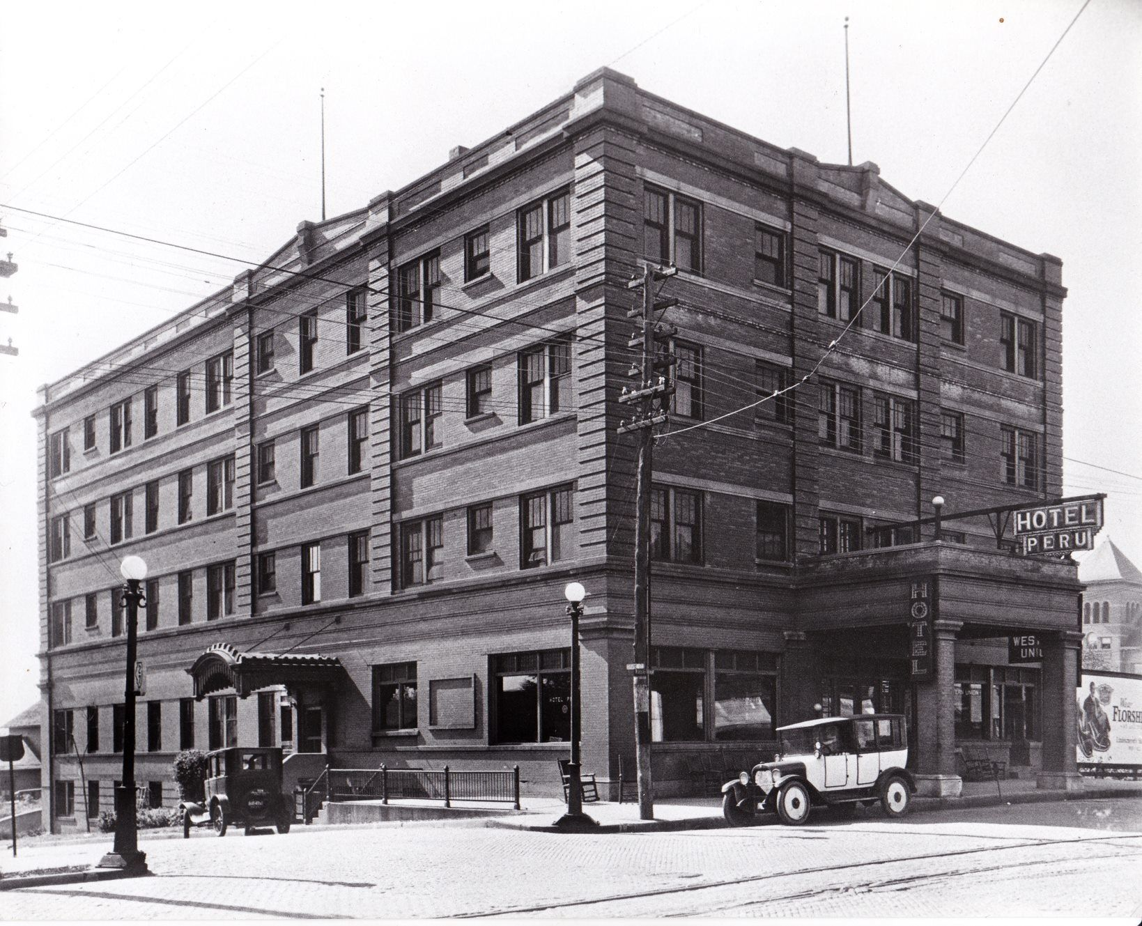 Peru Hotel Was Located 4th Grant Streets In Peru Il Peru Hotels Illinois River Peru Illinois