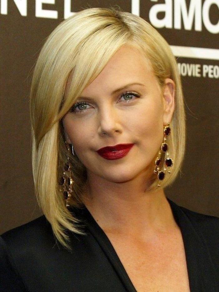 Blondes · coupe carré plongeant, coiffure asymétrique