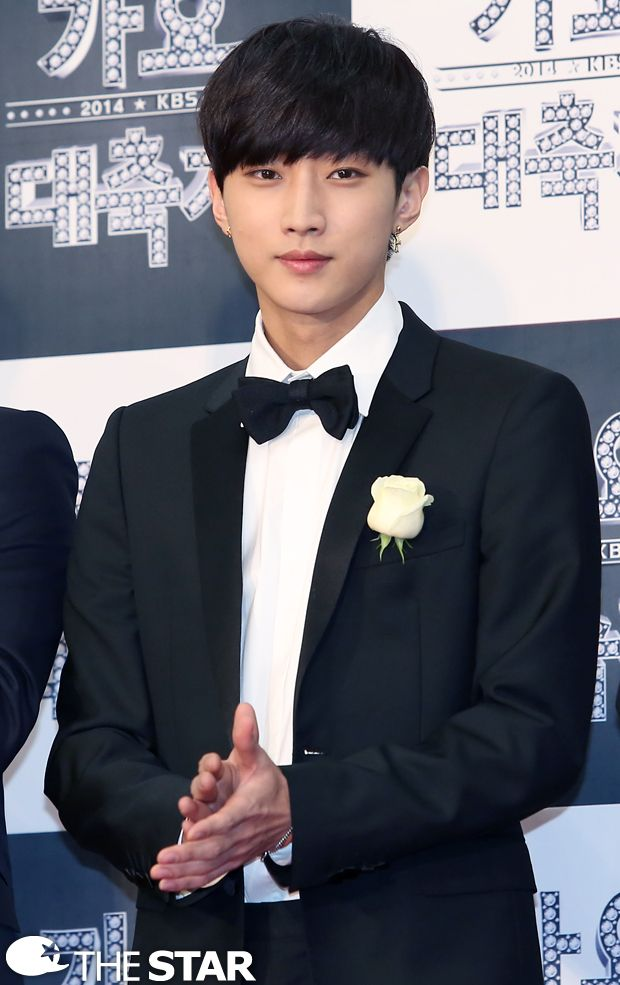 Jinyoung at KBS Gayo Daechukjae red carpet