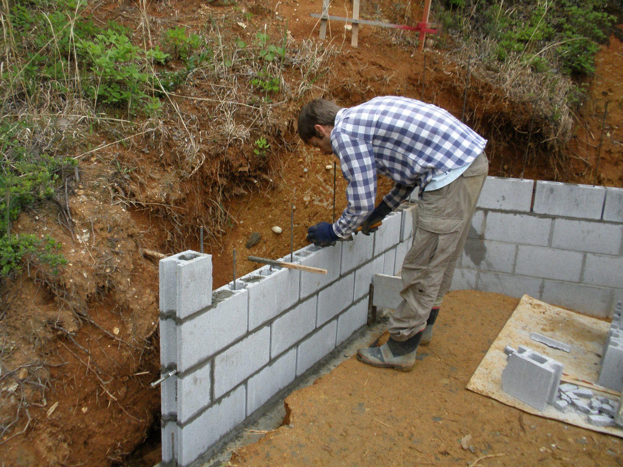 Wie Man Eine Cinder Block Stutzmauer Mit Rebar Baut Dekoration