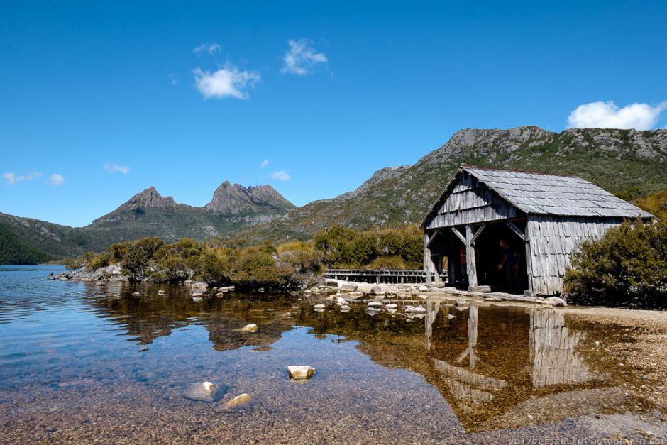 Dove lake cradle mountain tasmania mountain lake