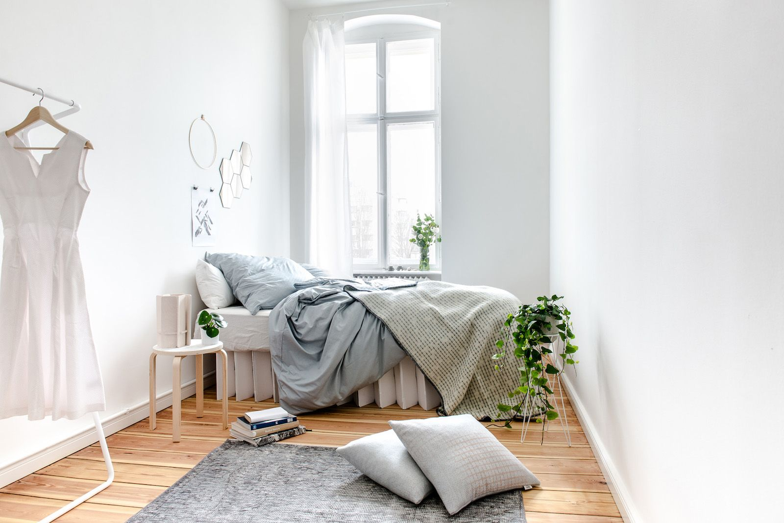 Could This Affordable Minimalist Cardboard Bed Be The Uk S Most Eco Friendly Bed Eco Warrior Princess Minimalist Bed Guest Room Decor Minimalist Bedroom