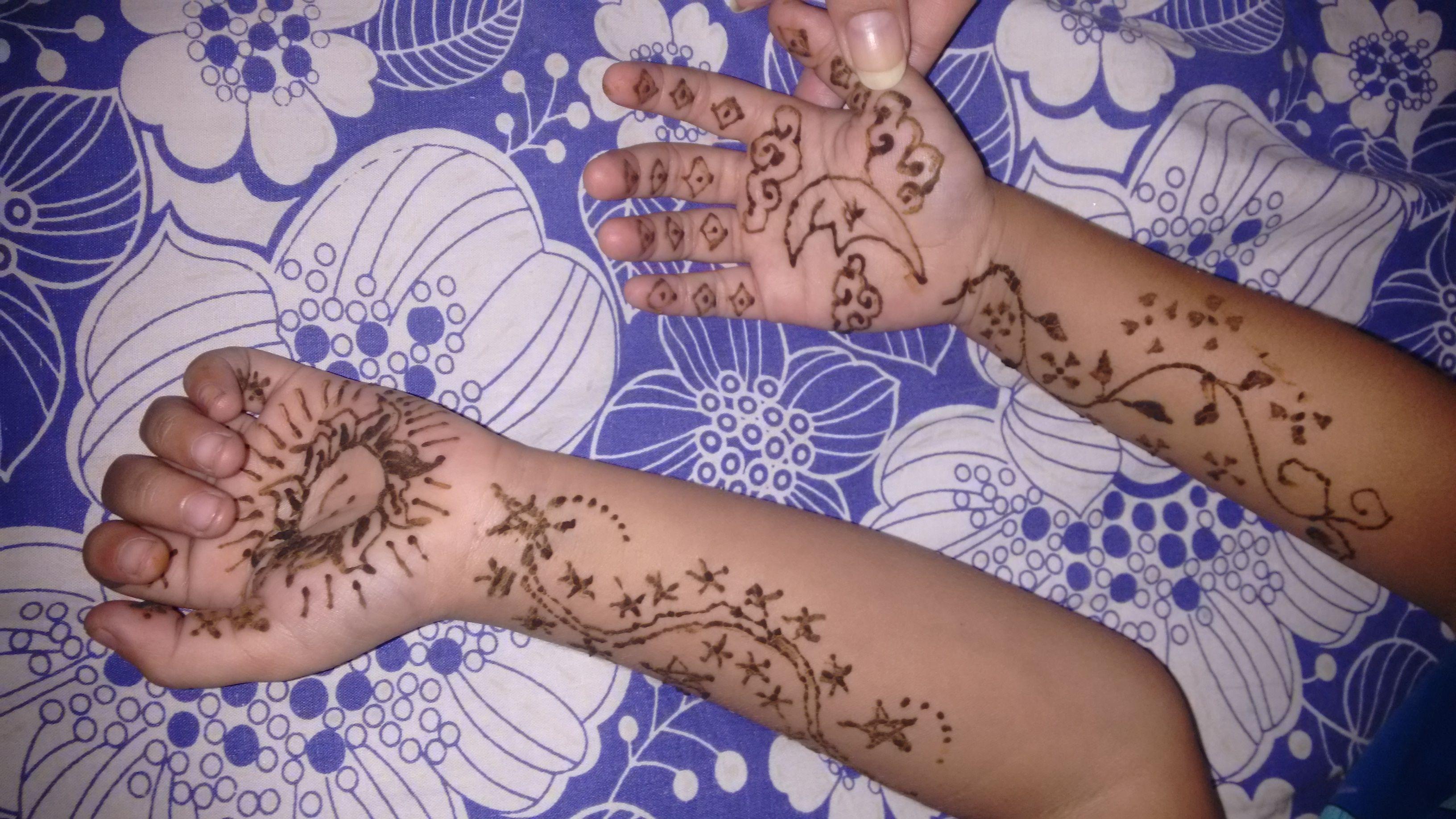 Henna Sun Moon Stars On Little Vicky S Hands Saturdays With