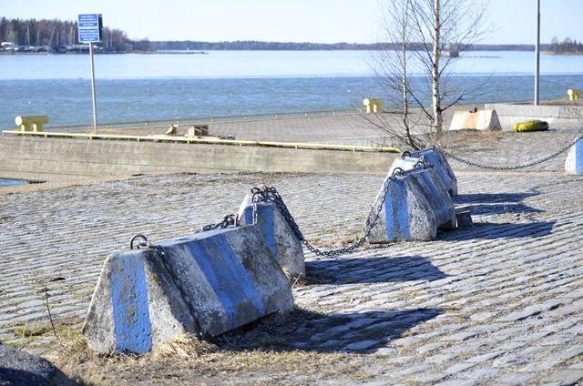 http://www.pienilintu.blogspot.fi/2014/03/sea-and-gulls.html