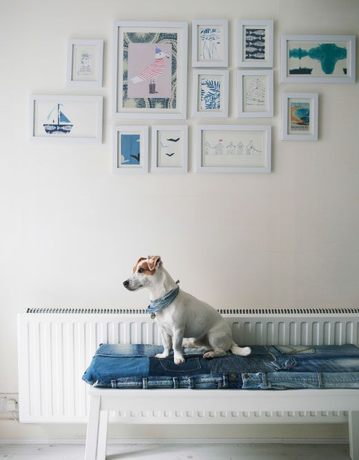Make an easy-change wall display with white frames. | Interior ...