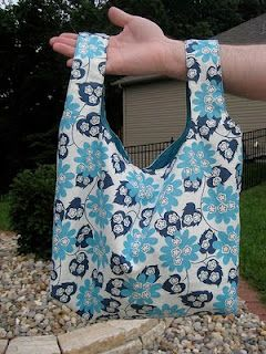 Reversible grocery bag with boxed bottom - free pattern and tutorial