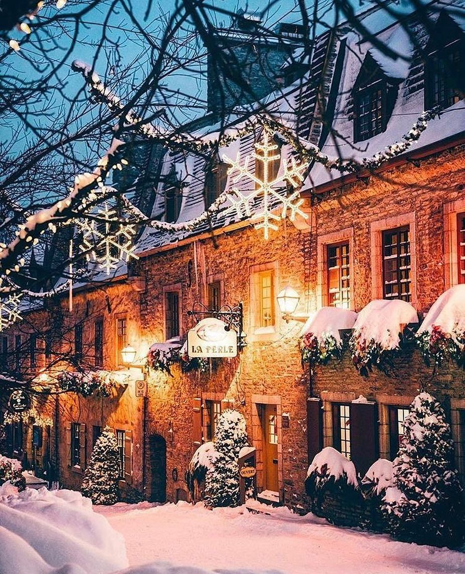Christmas In Toronto Canada.Traveling Close At Christmas Toronto Canada Eco Friendly