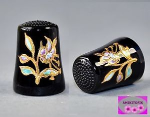 *** ULLMANGLASS GERMANY BLACK THIMBLE - GOLD FLOWER ***