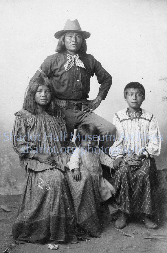 Apache Family, S.L., C.1890 ina126p