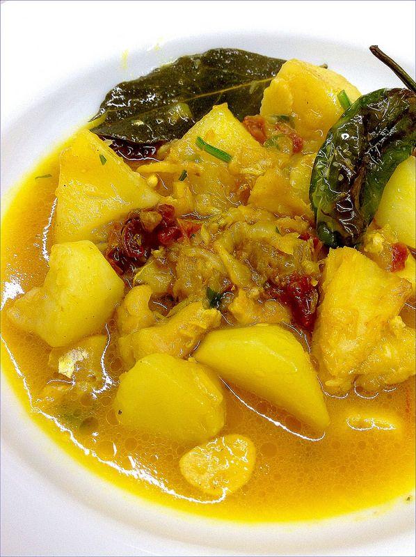 Patatas guisadas con migas de bacalao y tomates secos 1 - Bacalao con garbanzos y patatas ...