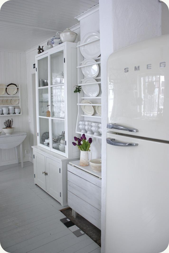 LILLA BLANKA: Gammaldags kök ~ Vintage kitchen white decor