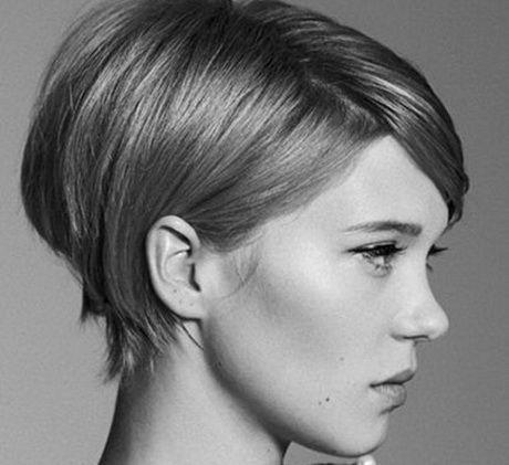 Taglio capelli caschetto corto foto