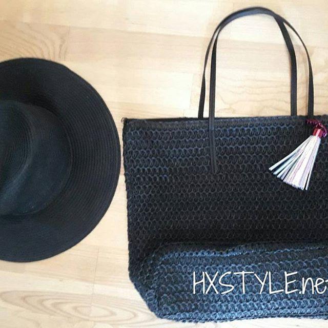 MUOTI MAAILMA KESÄ...Minun Muoti&Asuste tyyliä....Uusin Ihana Musta hattu ja laukku, sopivat Ihnasti yhteen vai mitä? Tykkään. Musta on Klasikko ja Yksi minun lempiväri. Huomenna jatketaan...#muotiblogi  #muoti #blogi #asusteet #trendit #hattu #kassi #musta #suosikki ❤☺