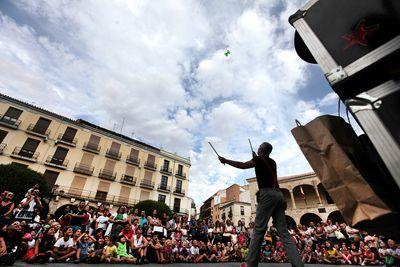 Gran respaldo del público y éxito de participación en las XXII Jornadas Internacionales de Magia de Zamora http://revcyl.com/www/index.php/cultura-y-turismo/item/6477-gran-respaldo-de