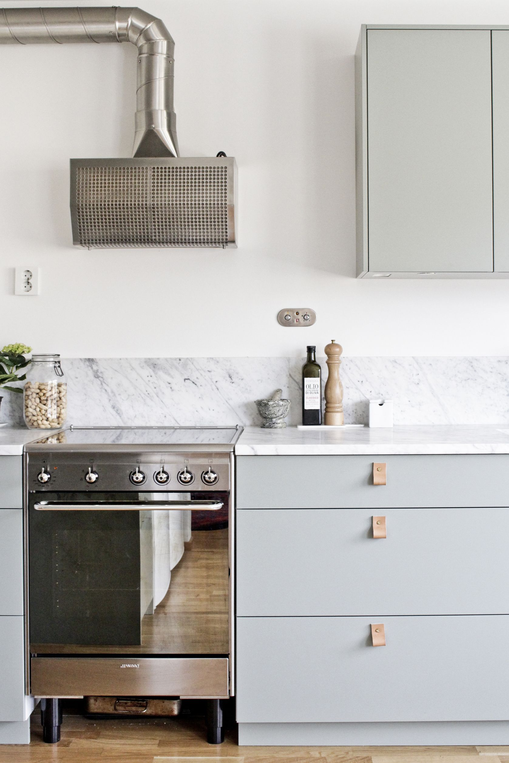 our kitchen - green fronts, marble counter top, smeg stove, alpes ...