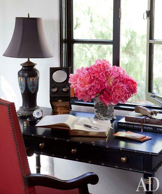 d corer son espace bureau la maison un bouquet de fleurs color es donne tout de suite l. Black Bedroom Furniture Sets. Home Design Ideas