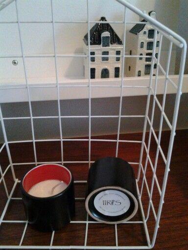 Kaikki astiat on hankittu kierrätyskeskuksista ja kirpputoreilta ja kynttilät valettu niihin. Tätä mallia on saatavana 4 kpl