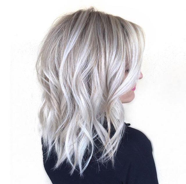 46 Wunderschone Eisblonde Balayage Haarfarbe Fur 2018 Balayage Eisblonde Haarfarbe Wunde Ice Blonde Hair Gray Hair Highlights Hair Highlights And Lowlights