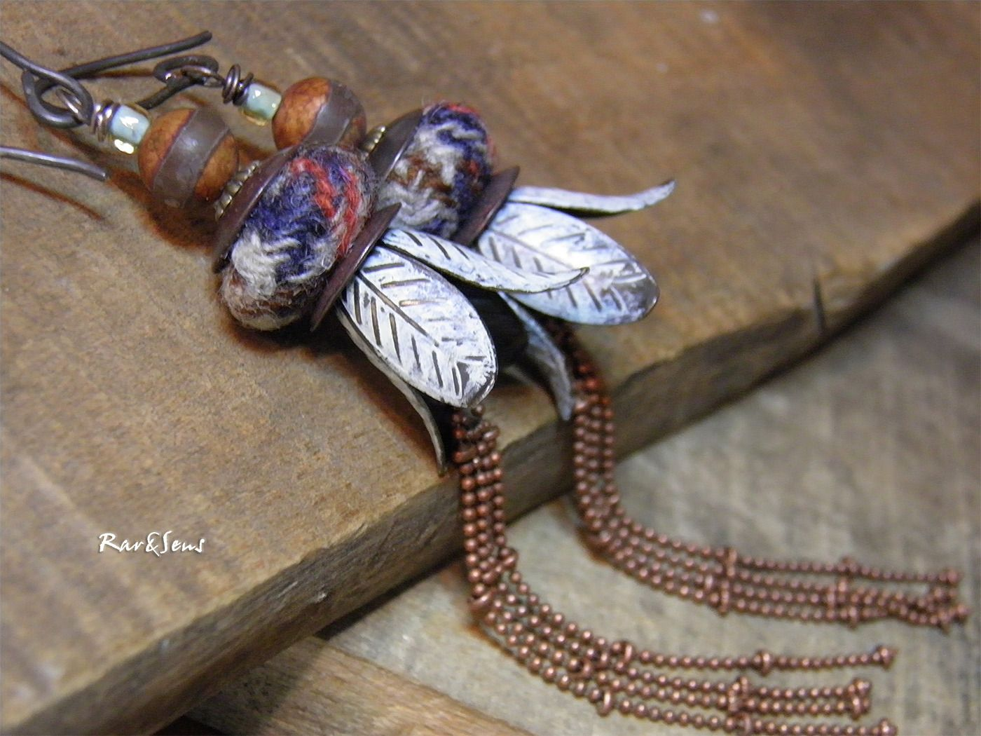 fr_boucles_d_oreille_vintage_boheme_lady_jane_empilage_de_coupelles_perles_tweed_ecossais_terra_cota_celadon_et_craie_