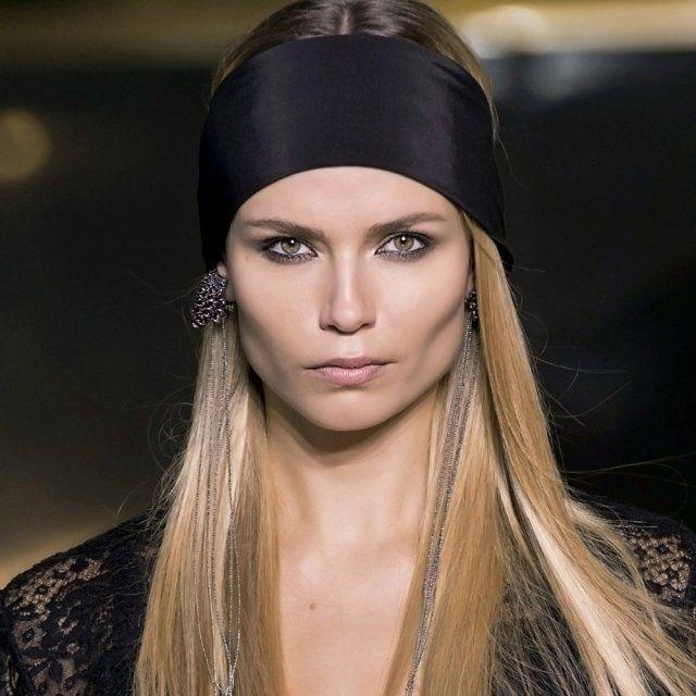 Tendances coiffure automne-hiver : le bandeau et les longueurs lisses de HeM - Marie Claire