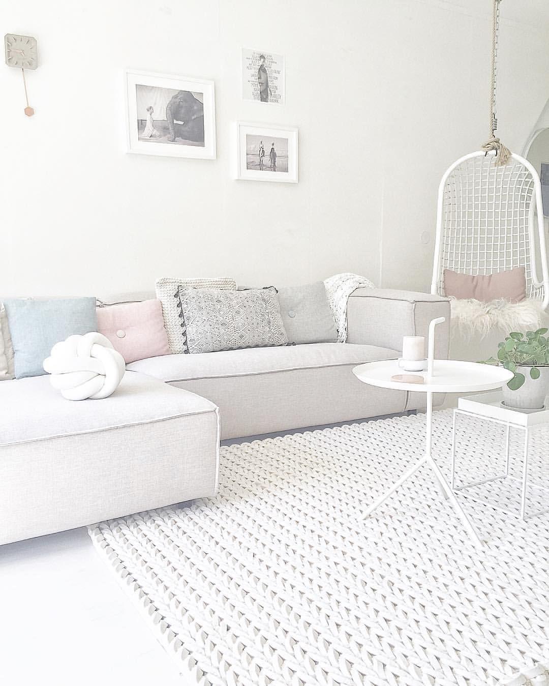 Idee ipv een \'gewone\' fauteuil: een hangstoel. Ik ben echt mega blij ...