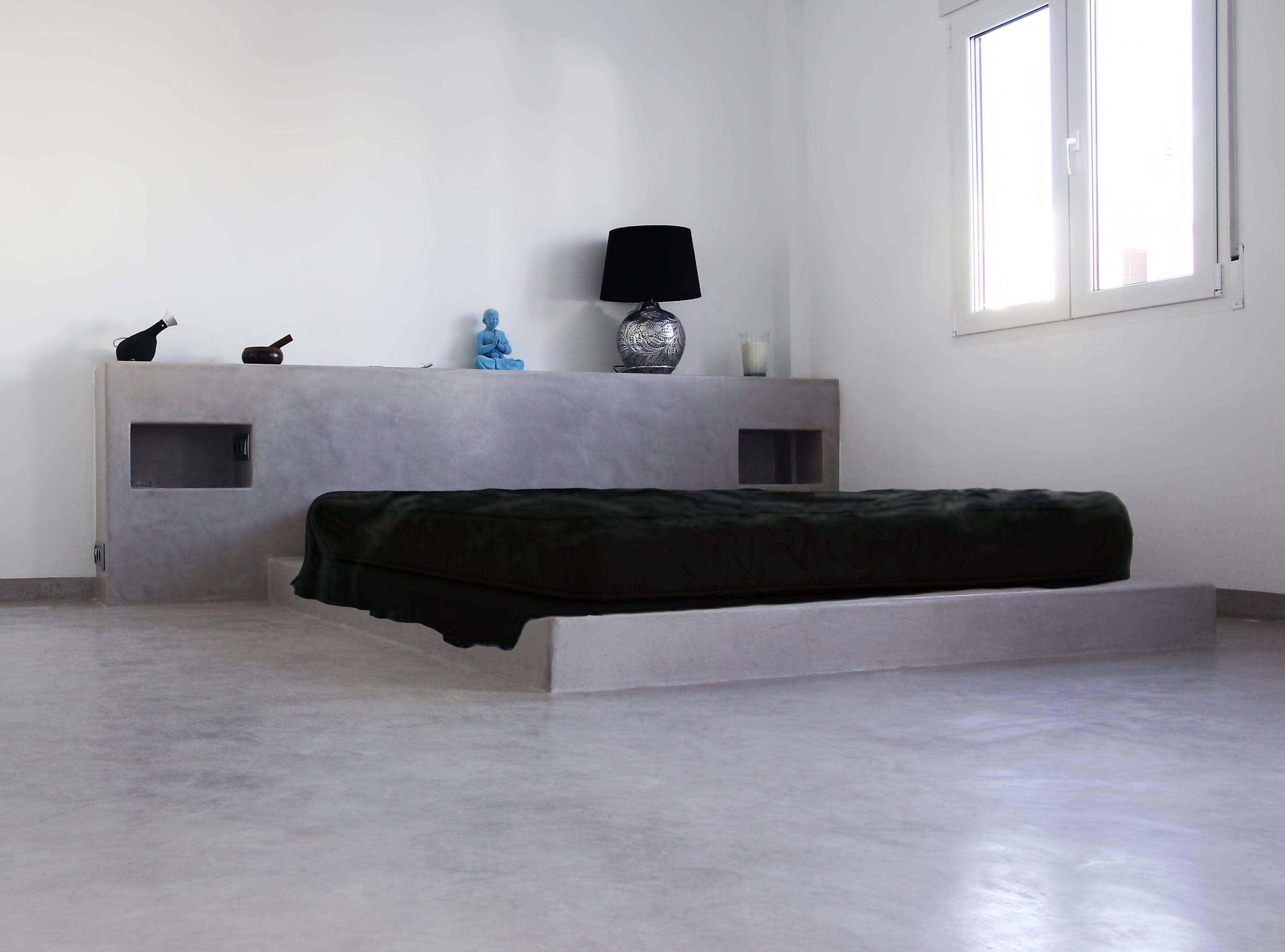 Gris cemento suelo cama y cabezal de una sola pieza for Decoracion con microcemento