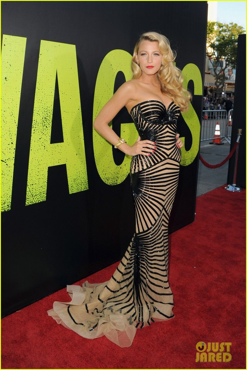 What I would give for this body. Blake Lively in Zuhair Murad at the Savages Premiere!