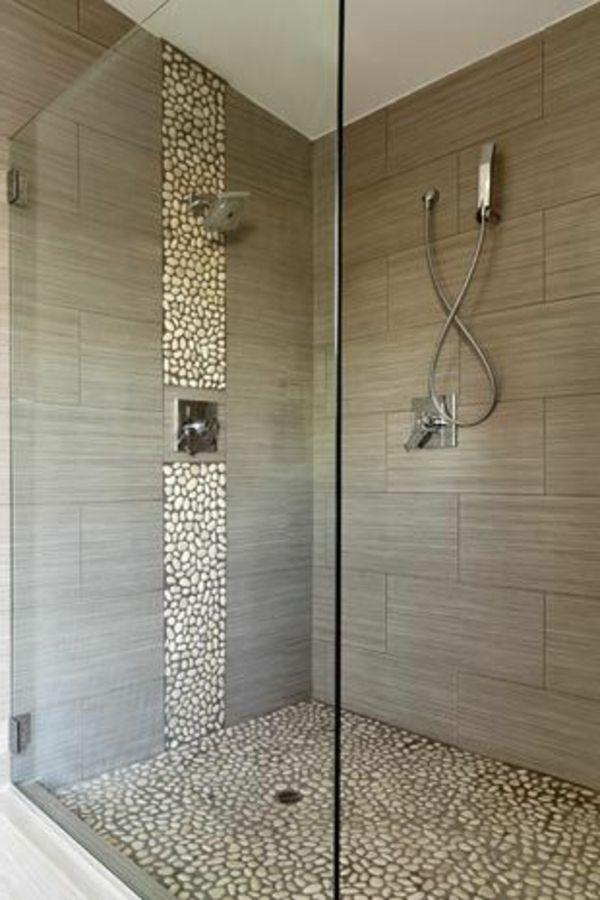 Duschkabine Mit Dekorativen Steinen Und Grauen Badfliesen 21