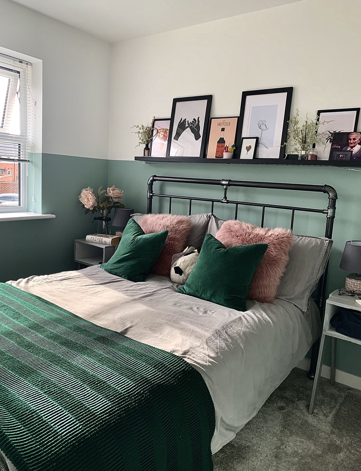 Half wall paint design in 2020 | Feature wall bedroom ...