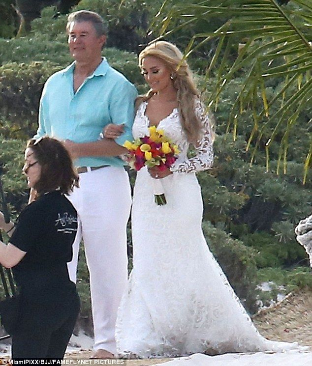 Picture Exclusive Jason Aldean Marries Brittany Kerr Kate Wedding Dress Wedding Weekend Backless Bridal Gowns