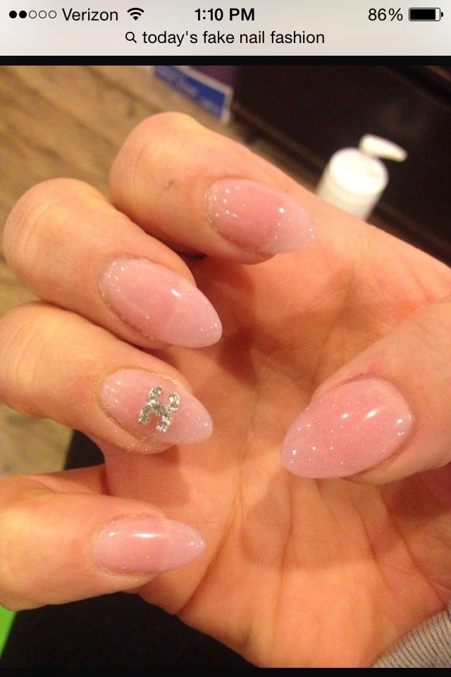 Love these short almond nails!!! | claws | Pinterest | Short almond ...