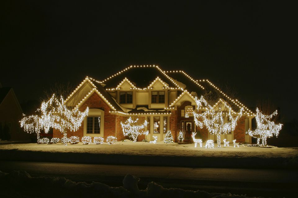 Clic All White Led Holiday Light Display