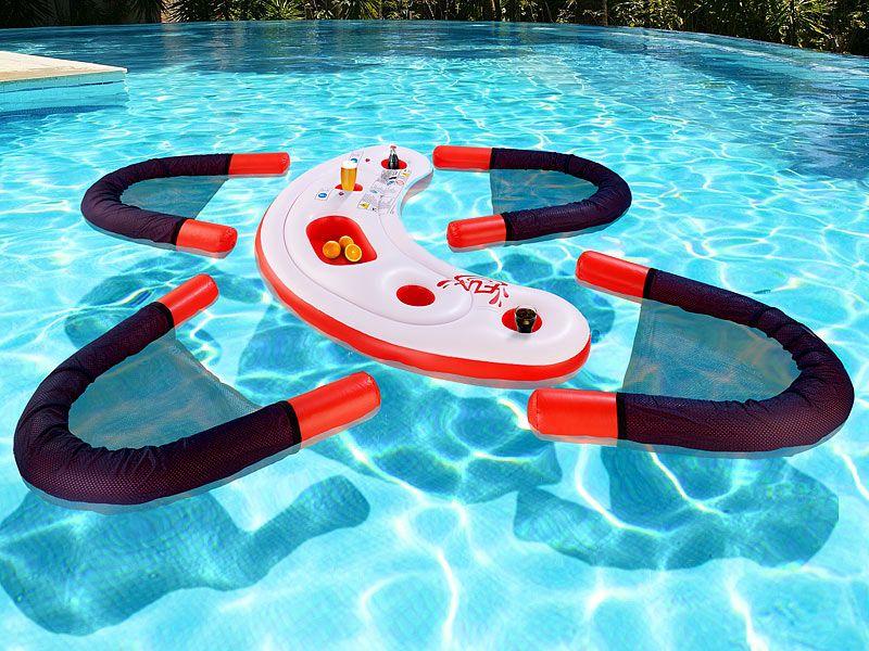 #Schwimmende Wasser-Bar mit vier Sesseln