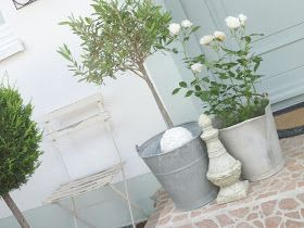 White and Shabby: COUNTRY GARDEN