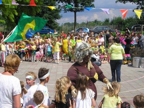 Afrikaanse big mama - Tropisch schoolfeest