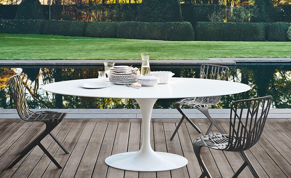 Saarinen Outdoor Oval Dining Table With Images Oval Table