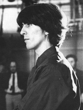 George Harrison, ex guitarrista de The Beatles, excelente músico, grande entre los grandes, bueno que más hay que decir del mejor, sólo disfruten!. Si les gustó no se vayan sin...