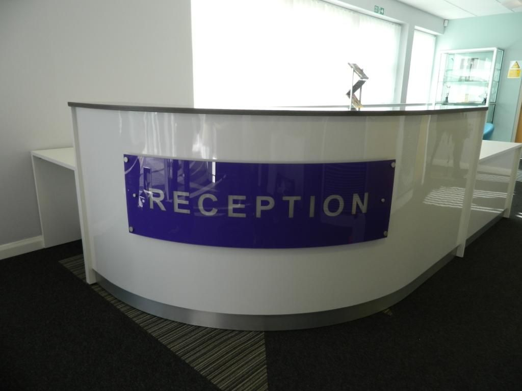 Home gt reception desks gt 8 curved maple glass top reception desk - Curved Reception Desk In High Gloss White With Signage To Coordinate With Corporate Branding