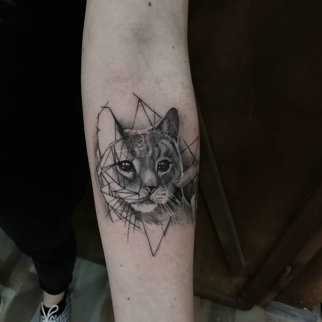 Minimalist And Realist Tattoo Black And White Cat Kitty Tattoo Made By John Hudic Travel Tattoo Artist This One Was Realist Tattoo Cat Tattoo Tattoos