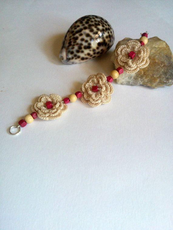 Crochet Flowers Bracelet/ Lace  Bracelet/ by LalabastroCreazioni, €12.00