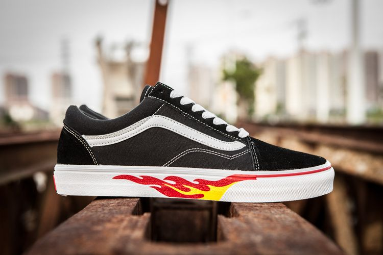 4c7f0187e118 Vans x Thrasher Common Series Old Skool Limited Classic Black and White  Flame Low Help OS Male Female Couple Leisure Skateboard Shoes Model No.