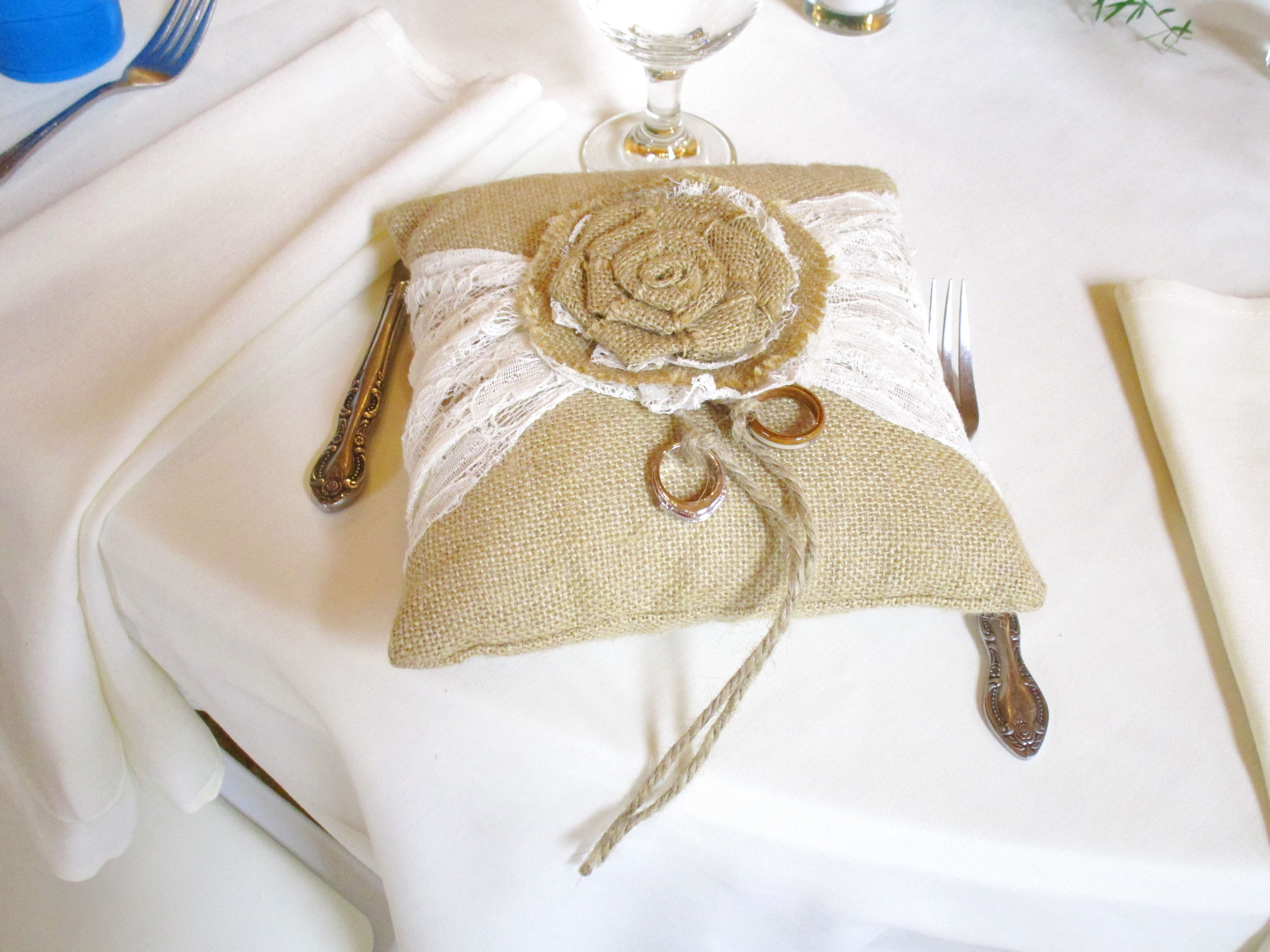 A Charming, Rustic Ring Pillow! 08.08.2015 Rustic