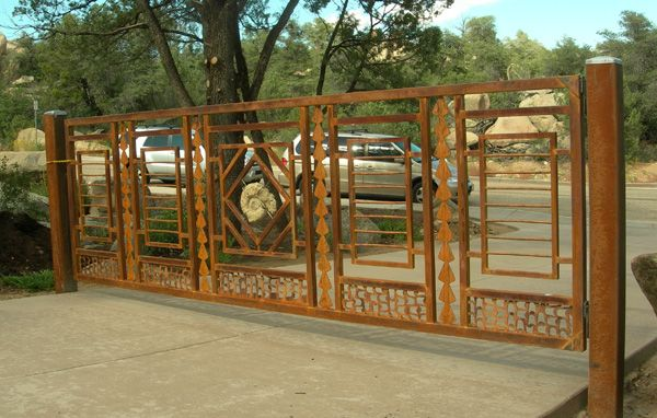 Booth gate.jpg 600×382 pixels