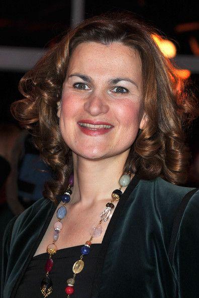 Armelle, née Armelle Leśniak[1] le 23 juillet 1969, est une actrice et humoriste française.  Apparaissant parfois sous le nom d'Armelle Lesniak-Hourlier au générique, le grand public l'a découverte en 2001 dans la série télévisée Caméra Café où elle incarne Maéva Capucin.