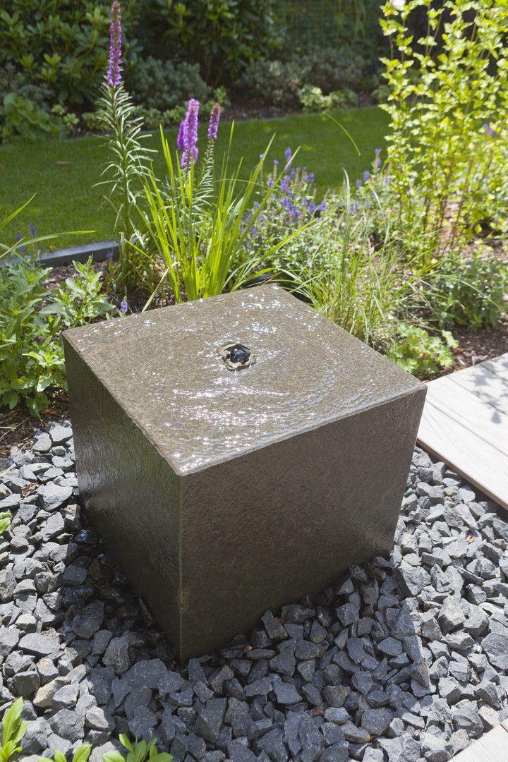 Der Quellsteinbrunnen Fur Den Hof Oder Garten Rinnbeton Design Gartengestaltung Wasserspiel Garten Brunnen Garten Garten