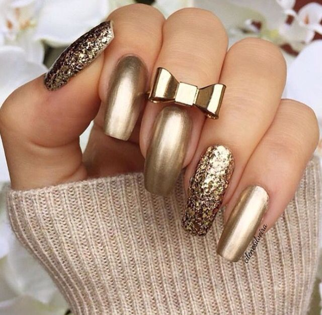 Gold nails. - 55 Stunning Nail Art & Designs 2016 Gold Nail, Gold And Makeup