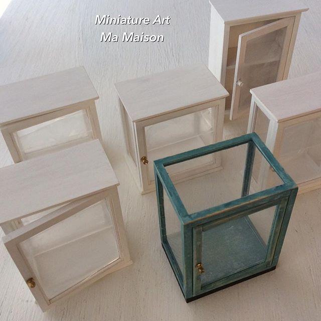 ・ ・ 小さなキャビネット... 今回は作り方を変えて見ました😃 ・ ・ #ドールハウス#ミニチュア#キャビネット#家具 #miniature #dollhouse #furniture  #cabinet #handmade  2016.06.15